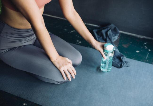 Kako lahko vadite hitro in brezplačno? V vašem domu je kar nekaj zelo učinkovitih fitnes naprav.