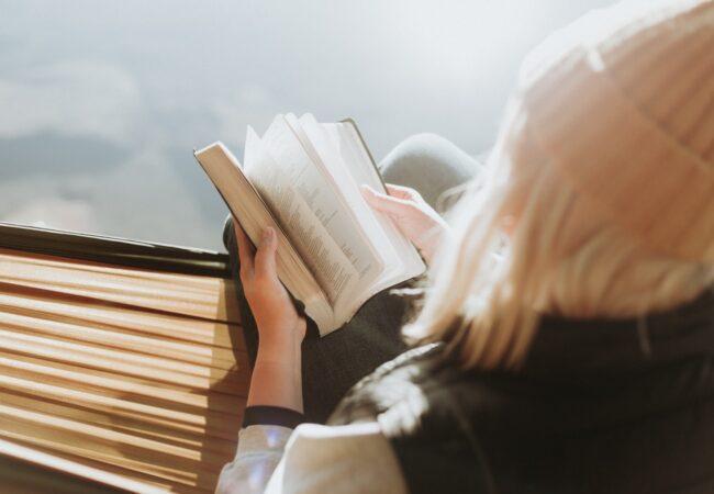 Kdaj ste nazadnje v miru prebrali knjigo? Izkoristite večere doma