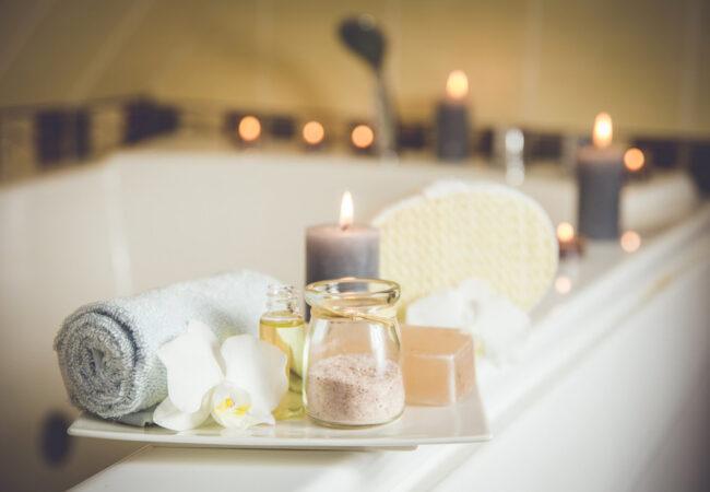 Dišeča svečka in malo miru pred praznikom