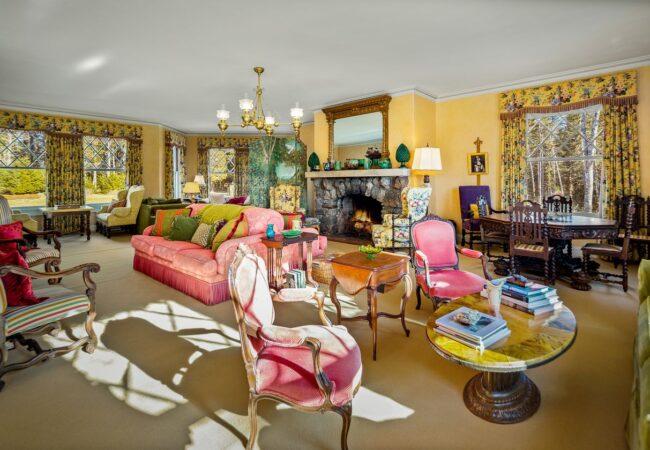 Cvetlični vzorci in pastelne barve, to je hiša Johna Travolte