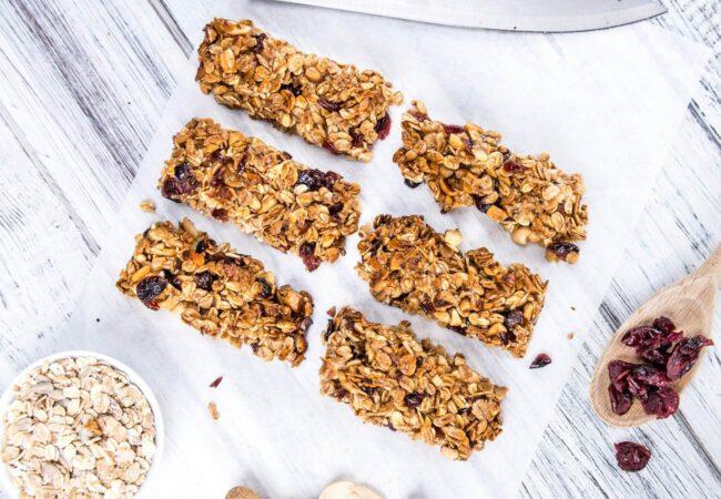 Domača granola, zdrav prigrizek, ki ga lahko hitro pripravite sami