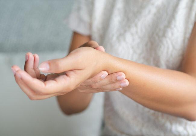 Dve vaji za pest in prste brez bolečin