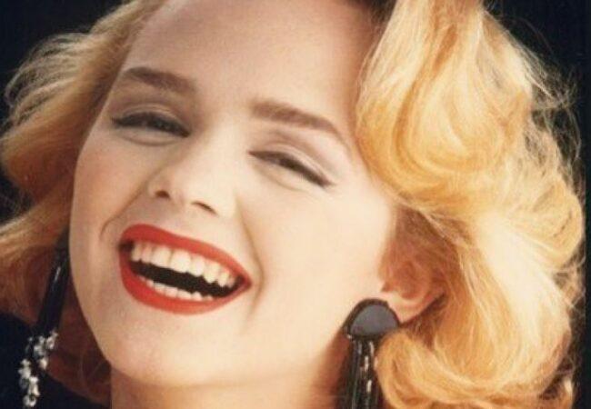 Pevka Tajči, ki je leta 1990 na Evroviziji pela Hajde, da ludujemo, izgleda naravno in mladostno