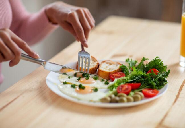 Kako se znebiti maščobe okrog trebuha, eno živilo morate opustiti